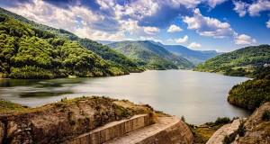 15 km cubi de apa tinuti in rau de 8.3 milioane mc anrocamente... poezie