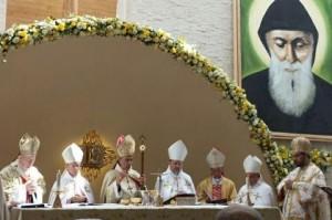 Patriarhul Beshara Rai in timpul slujbei de inaugurarea a bisericii Sfantul Charbel, la Bucuresti, 15 septembrie 2013.
