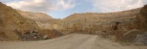 "Fosta exploatare de cupru de la Rosia Poeni, judetul Alba. Mina de supafata se afla la ""o vale"" distanta de Rosia Montana. Foto: Striner/Select News"