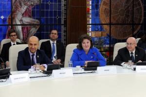 Reprezentanți AMRO la întâlnirea cu premierul Ponta și membri ai Executivului Foto: gov.ro