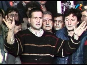 Mircea Dinescu si Ion Caramitru in decembrie 1989.