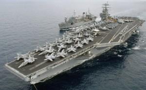 Portavionul Truman și nava de război Spica Foto: tapister.wordpress.com