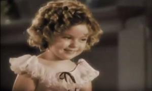 """Shirley Temple în """"Curly Top"""" (1935) unul dintre rolurile care i-au adus premiul Oscar"""