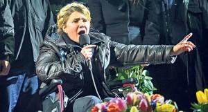 Iulia Timoșenko în Piața Maidan din Kiev, după eliberarea din spitalul închisorii din Harkov Foto: libertatea.ro/EPA