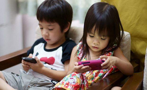 japan-kids-children-smartphone
