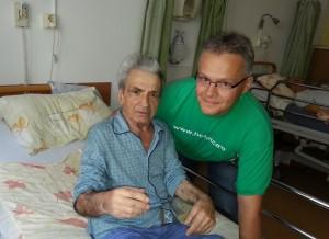 Vlad Preda, posesorul unui ceas divin și Robert Veress, voluntar Hospice Foto: Ramona Oprea, pentru Select News